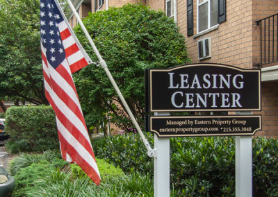 Croftwood Leasing Center Sign