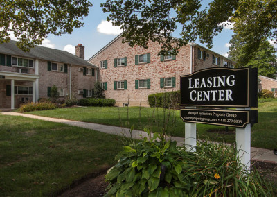 Rolling Green Leasing Center Sign
